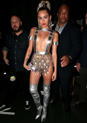 Miley Cyrus: 2015 MTV Video Music Awards in Los Angeles [adds]-07